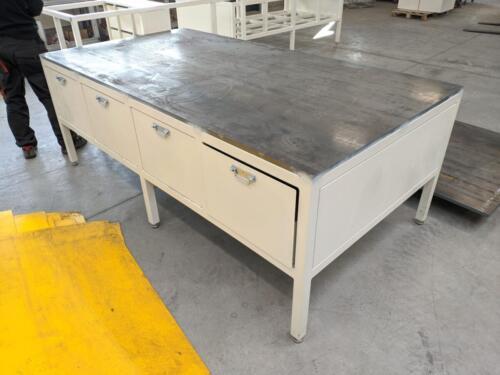 Stół do napraw form wtryskowych